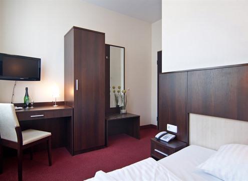 Novum Hotel Eleazar Economy