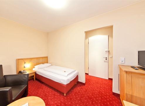 Novum Hotel Gates Economy
