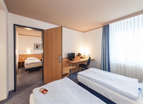 Novum Hotel am Seegraben Family room