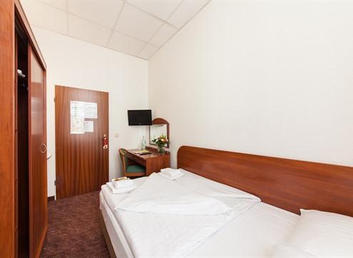 Novum Hotel Hamburg Room with shared bathroom
